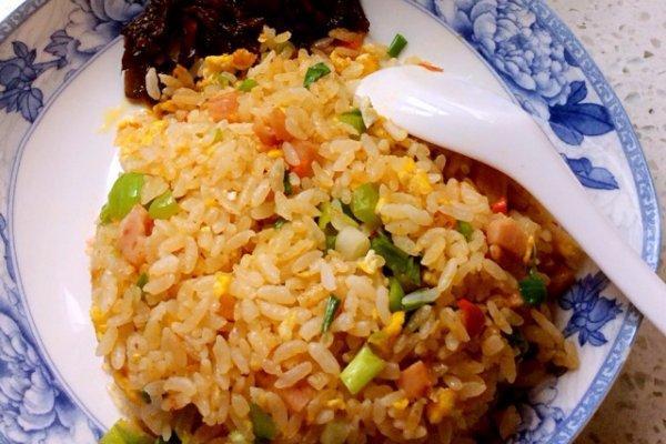 炒米饭的做法,家庭炒饭的做法步骤