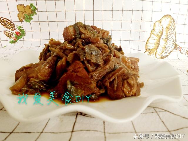 炖肉怎么做,做法简单到只需加酱油调一下颜色就可以做出好吃的梅菜炖肉