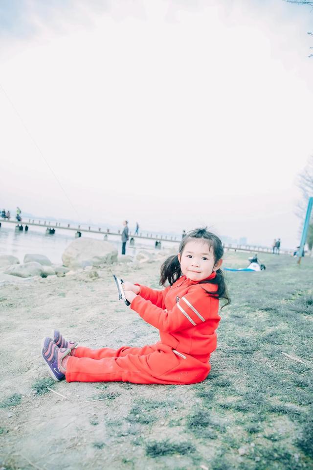 放风筝的技巧,放飞春天,如何教娃掌握放风筝的技巧