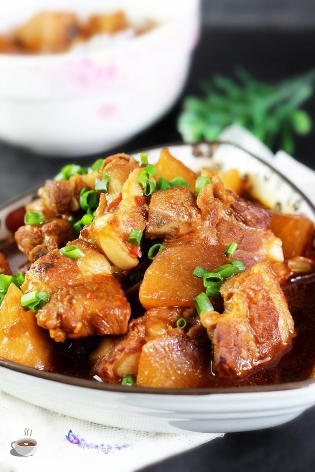 排骨萝卜的做法,家常菜的别样做法别样美味--白萝卜烧排骨的私房做法