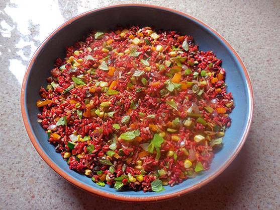 红曲的吃法,一盘好吃、亮丽的红曲米饭