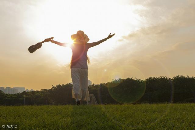 感恩好句,12句经典践行格言:爱心让人充满希望,感恩让生活更加美满