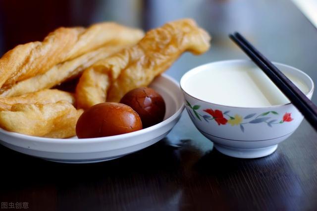 豆浆的做法和配方,做豆浆别只加黄豆,多加两样食材,豆浆香浓营养,比牛奶还好喝