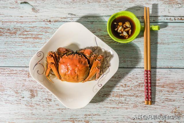 螃蟹的吃法,手把手教你螃蟹的正确吃法,步骤详细,好多部位以前你都吃错了