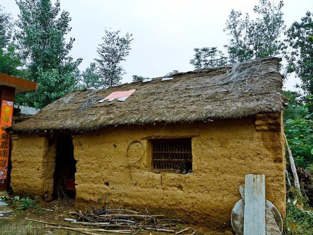 草房子简介,说草房话春秋,有关农村草房子的回忆