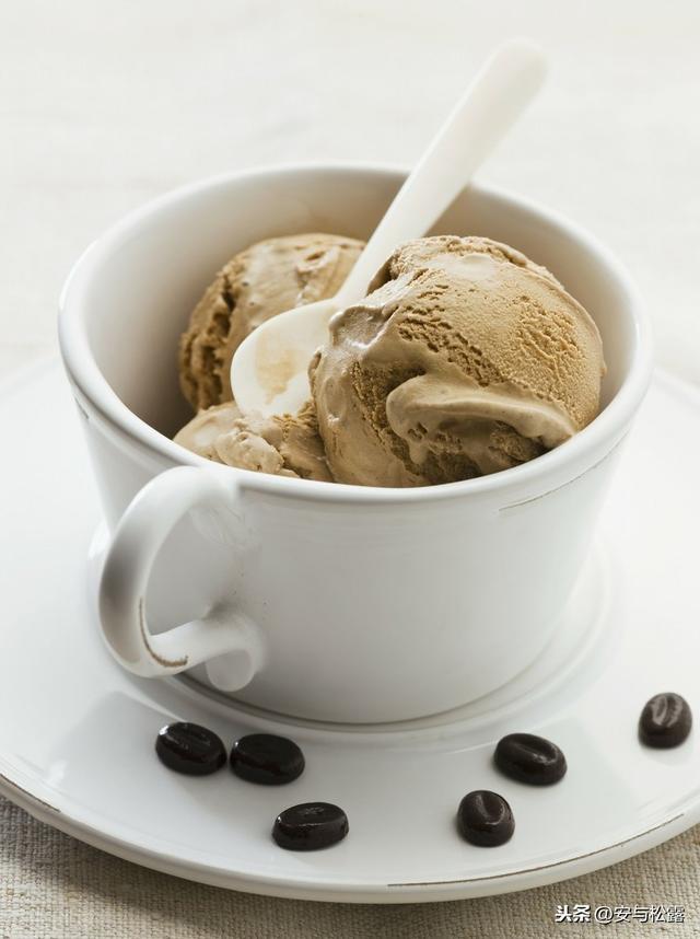 怎么做冰激凌,自制咖啡冰淇淋,无鸡蛋懒人版,清凉甜爽,夏天吃冰凉过瘾的甜点