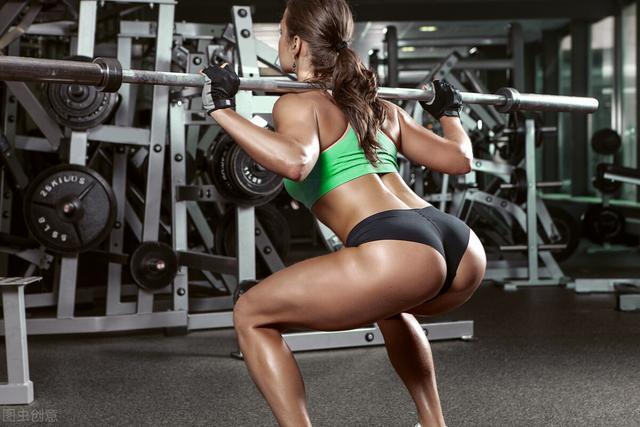 深蹲怎么做,不深蹲无翘臀,怎么做深蹲才能更多刺激到臀部而不是腿部
