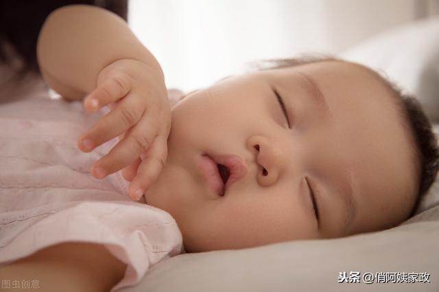 婴儿睡姿,宝宝睡觉的姿势有哪些?各自有什么优缺点?你知道吗?