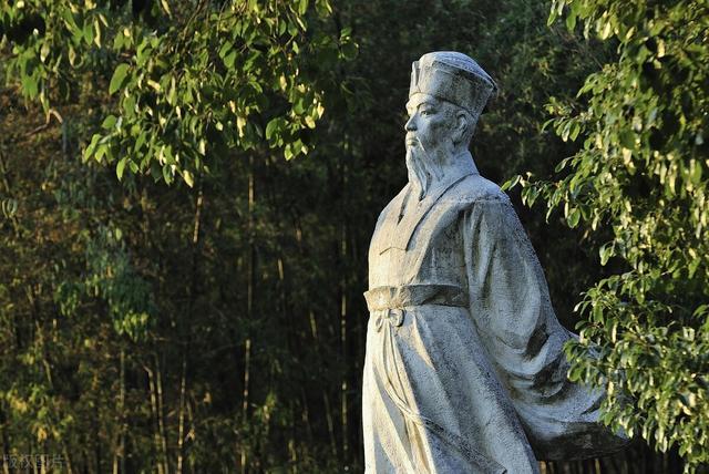 万里的诗,读到苏轼晚年的一首诗,爱了:莫作天涯万里意,溪边自有舞雩风
