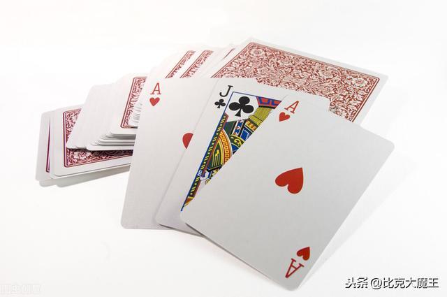 球怎么做,旧扑克牌别扔了,教你做解压圆球,拿到手就想玩,大人小孩都喜欢