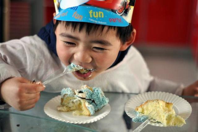生日祝福语孩子,李玫瑾:父母再忙也要给孩子过三个生日,过好了,孩子人生走不偏