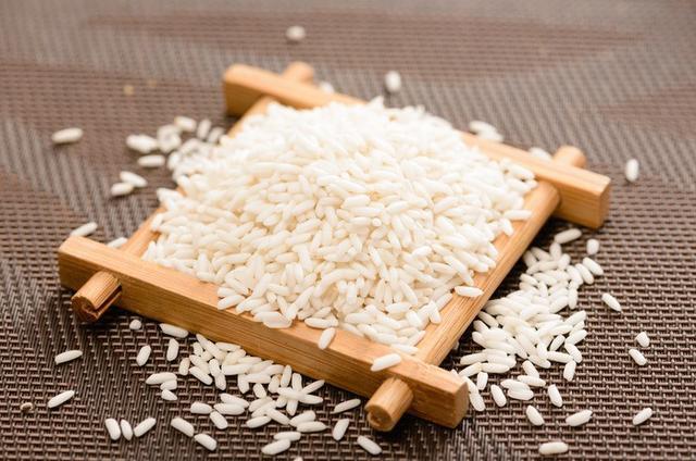 米酒汤圆怎么做,糯米做成酒,口感清甜绵软,酒香醇厚,与汤圆搭配,好吃又好喝