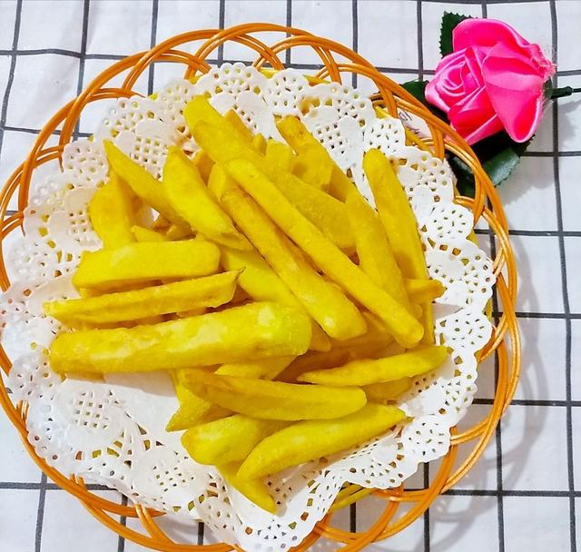 炸薯条怎么做才又香又脆,炸薯条不用买,简单几步,又酥又脆