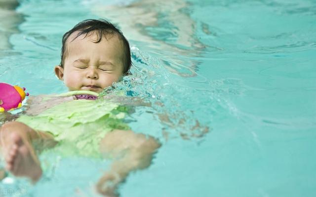 婴儿游泳有什么好处,新生儿游泳的好处非常多,海帆亲子游泳答疑