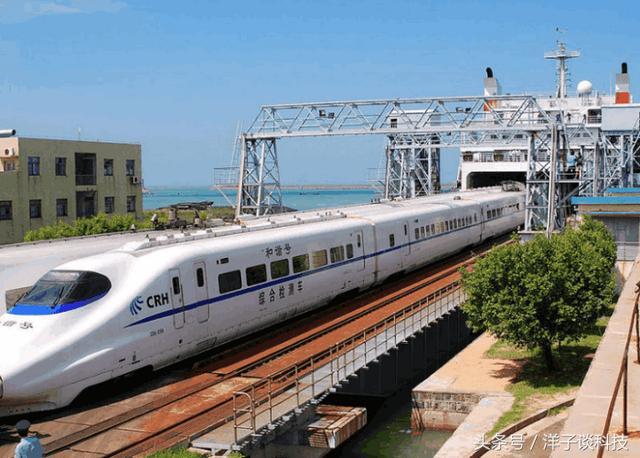 火车怎么做,火车如何开上轮船?中国最大的火车轮渡是怎么做的,看完点赞