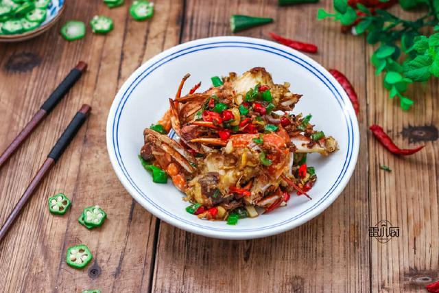 梭子蟹怎么做,梭子蟹,就这么简单炒一下,贼好吃,老公说没吃够!