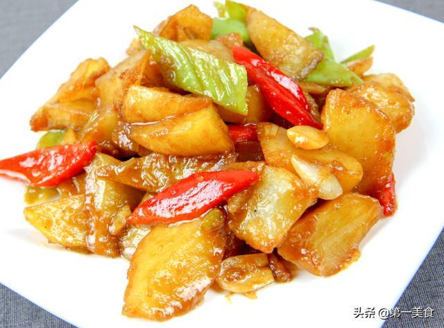 土豆的做法,土豆有哪些好吃的做法?家常红烧土豆,做好料汁没肉也香