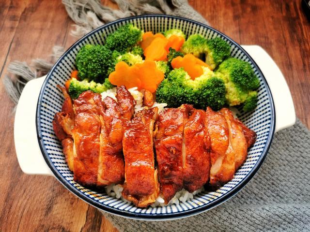 鸡腿饭的做法,照烧鸡腿饭的家常做法,鲜嫩多汁,记住酱料比例,不用一滴油