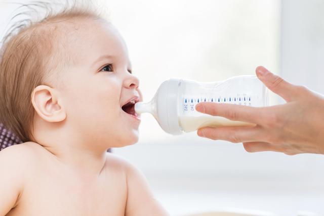 婴儿奶粉选择,怎么给宝宝选奶粉?看准这4点来选,宝宝喝的更放心