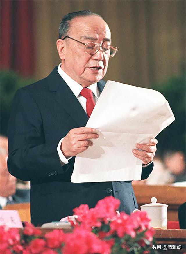 姓杨的名人,原国家主席杨尚昆,精美书法题字欣赏,网友:有自成一体之精妙