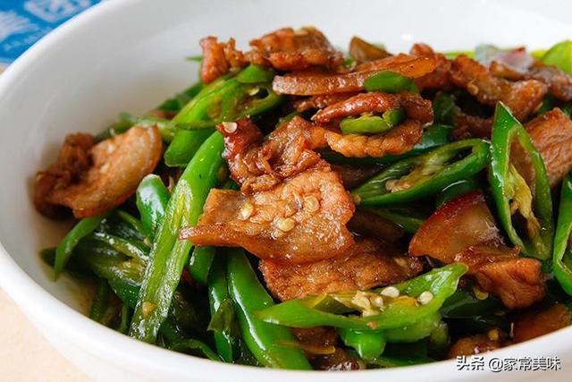 小炒肉的做法,农家小炒肉,为何饭店炒得那么好吃?大厨:多加1步,效果大不同