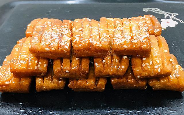 蜜的吃法,传统小吃蜜三刀,做法简单,甜而不腻,还是儿时的味道,孩子爱吃