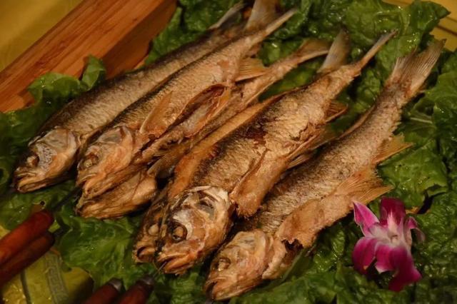 赤峰美食,赤峰美食:连康熙都爱吃的干炸华子鱼