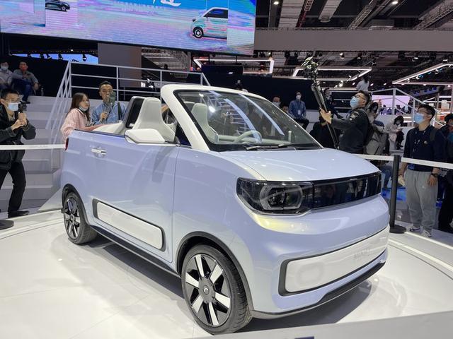 五菱宏光拿出年青人的第一辆敞篷跑车,最多170km里程数
