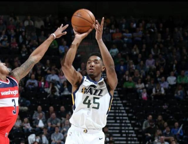 NBA深夜消息!发展联盟有新球队,NBA讨论季中锦标赛,米切尔捐款 全球新闻风头榜 第3张