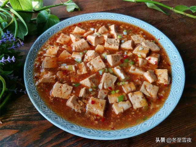 麻辣豆腐怎么做,一块豆腐,不用放肉,东北老式麻辣豆腐做法,豆腐鲜嫩,好吃下饭
