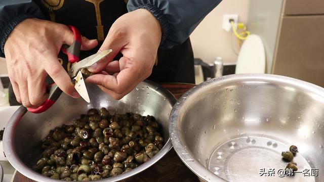 海螺的吃法,爆炒田螺怎样做才好吃?炒之前要不要焯水?大厨分享一个正确做法
