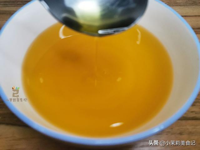 """葱油的做法,过年了,教你炸""""万能葱油"""",5样料头不能少,炒菜拌面调馅都香"""
