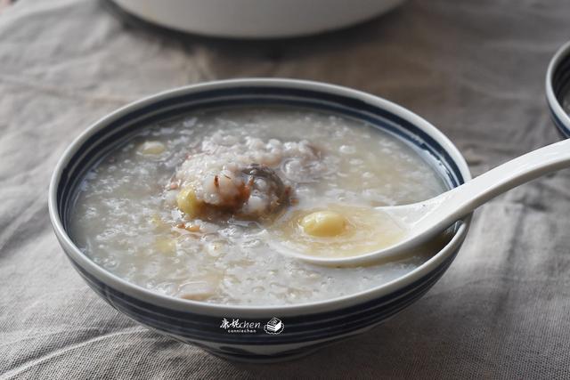 山药粥的做法大全,秋天早餐多吃山药粥润燥,搭配它们一起煮营养又味美,全家都爱吃