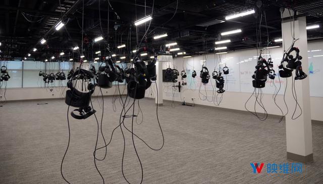 vr实验室,大学部署VR实验室,可容纳100名学生