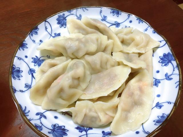 饺子皮怎么做,第一次尝试做饺子皮,用料简单,新手也能轻松搞定,煮了不破皮