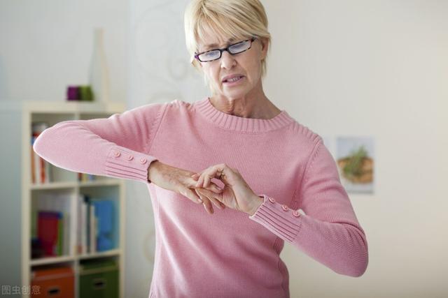 """尿酸高有哪些症状,身体出现这4个信号,或""""提示""""着痛风即将来临,早些察觉"""