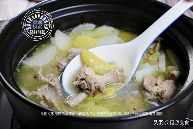 老鸭汤的做法,爸妈最喜欢这样做的老鸭汤,连喝三碗都不够,汤鲜味美,酸香爽口