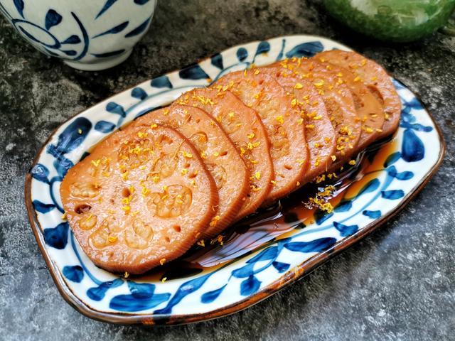 糯米藕的做法,1碗糯米2根莲藕,电饭锅煮一煮,香甜软糯吃不够,比买的好吃