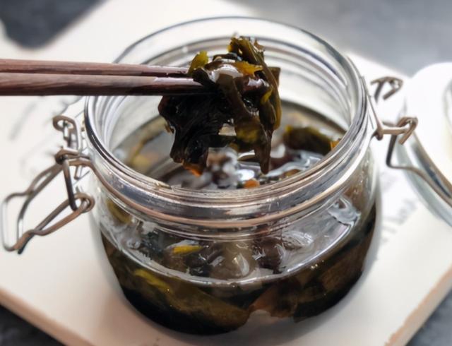 """葱油的做法,年关了,教你炸""""万能葱油"""",牢记1葱1酱2香料,炒菜调馅都香"""