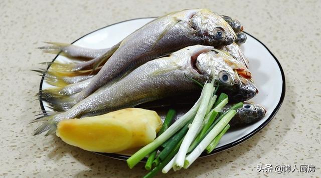 黄花鱼怎么做,不用油炸,小黄鱼怎么做才好吃?教你做香酥小黄鱼,还不用吐鱼刺