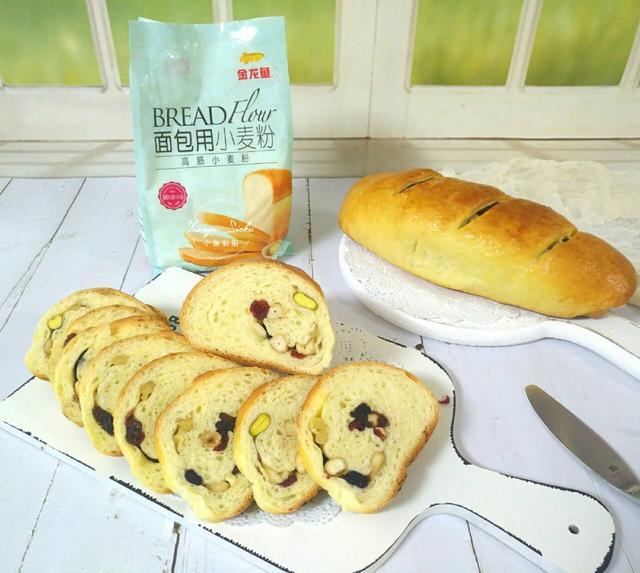 家庭最简单面包的做法,面包这个做法真简单,不用揉出手套膜,满满都是料,咬一口满嘴香