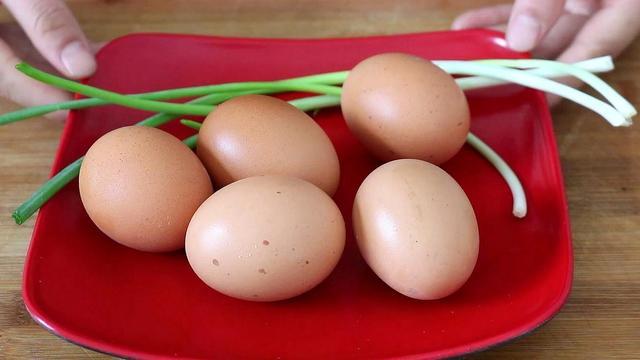 鸡蛋的新吃法,教你1个鸡蛋新吃法,红烧肉也不换,我家常做,孩子爱吃