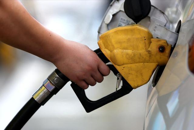 今日油价调整最新消息,油价调整消息:3月21日,最新调整后全国92、95号汽油售价
