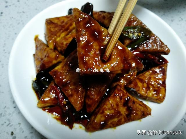 怎么做豆腐,豆腐这样做,比吃肉都香,香嫩好吃,又下饭,常吃能补钙强体质!