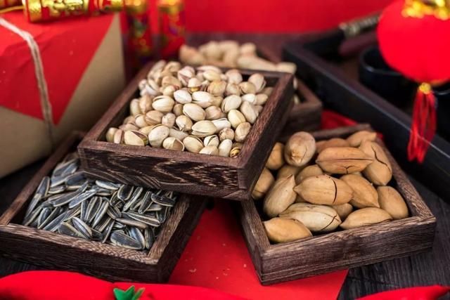坚果类食品有哪些,过年备年货,记得买5果,有钱没钱都买点,物美价廉,便宜又好吃