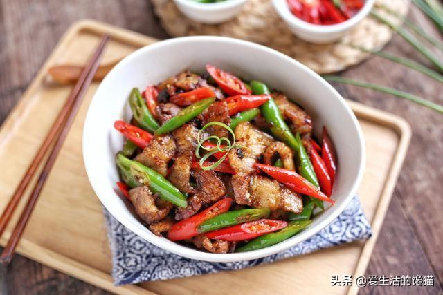 小炒肉的做法,原来正宗的小炒肉是这样做,教你几个小技巧,每一步都很实用