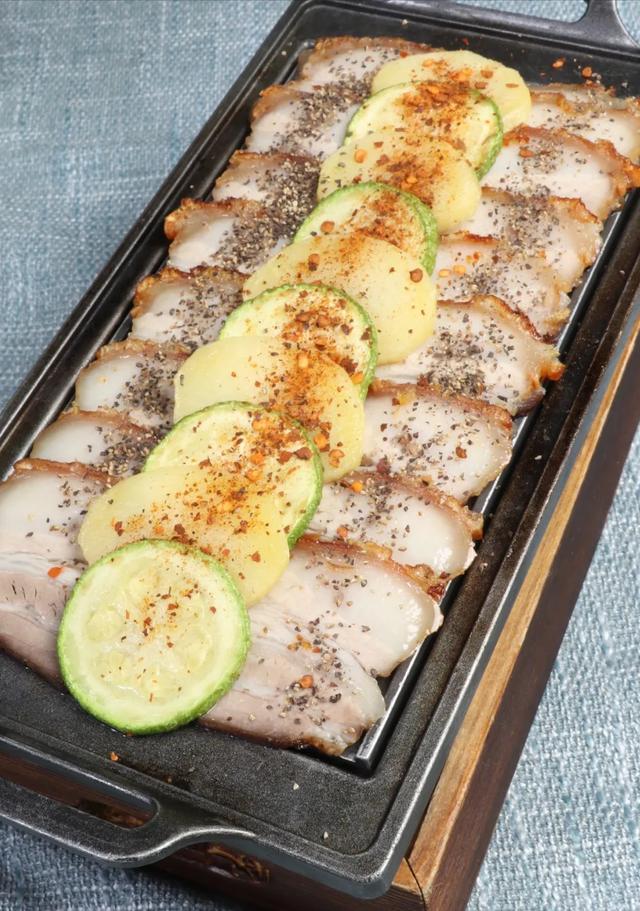 烤箱 美食,5道烤箱做出的佳肴,无炭火油烟就能将猪肉、牛肉烤出绝佳滋味