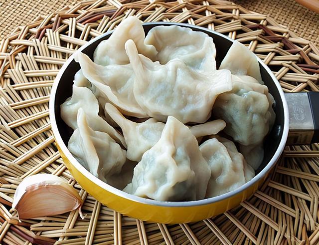 """荠菜饺子的做法,调荠菜馅,牢记""""2要2不要"""",荠菜鲜香入味,脆嫩不涩,超好吃"""