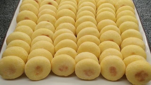 玉米面馒头的做法,玉米面小馒头试试这样做,蓬松暄软,香味浓郁,比面包都好吃