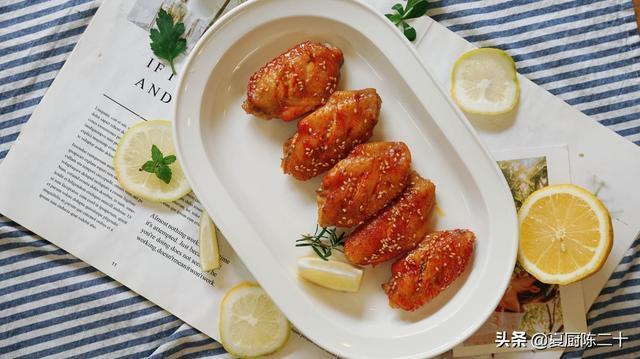 奥尔良烤翅怎么做,八个鸡翅,一包腌料,教你在家自己做奥尔良烤翅,再也不用买了
